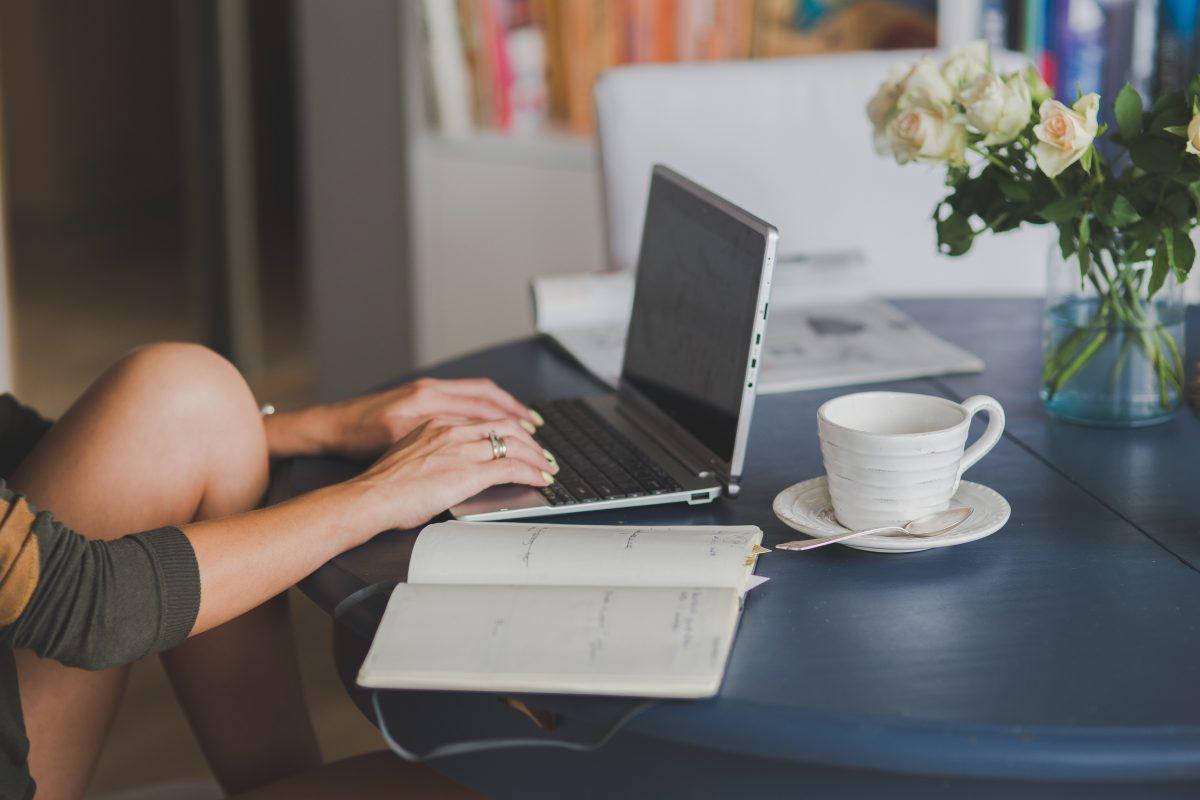 Disciplina Positiva Laia Riben laptop cafe
